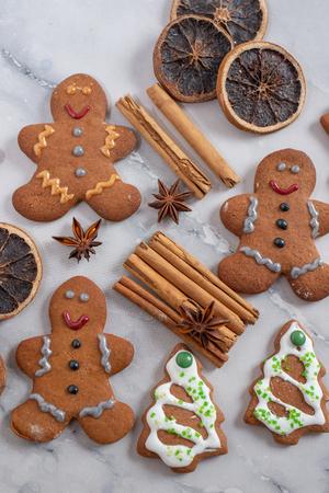Gingerbread cookies Standard-Bild - 111791214