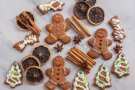 Gingerbread cookies Standard-Bild - 111791216