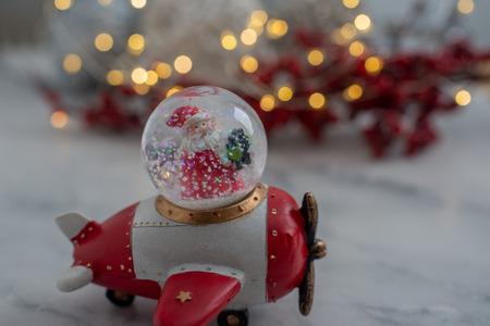 Snow globe with snow flakes Standard-Bild - 111901533