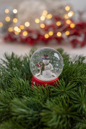 Snow globe with snow flakes Standard-Bild - 111901542