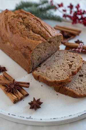 Banana bread with festive background Standard-Bild - 113104049