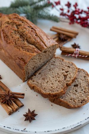 Banana bread with festive background Standard-Bild - 113103884