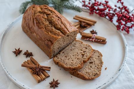 Banana bread with festive background Standard-Bild - 113103892