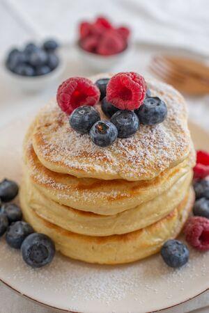 Pancakes with berries Standard-Bild - 126742374