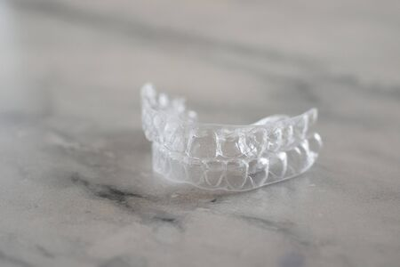 Invisalign orthodontics aligners, Invisible braces aligner. Mobile orthodontic appliance for dental correction Banque d'images - 129172611