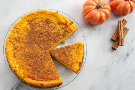 Pumpkin cheesecake with cinnamon crust
