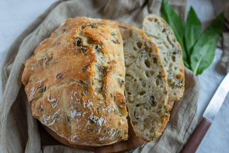 No knead bread with wild garlic
