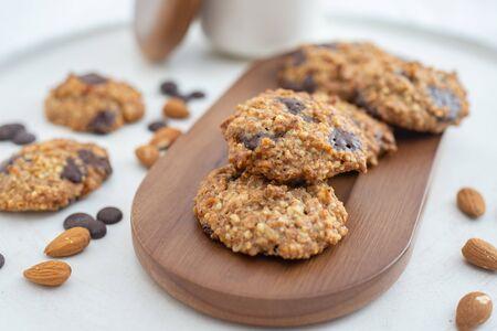 Almond chocolate chip vegan cookies Zdjęcie Seryjne