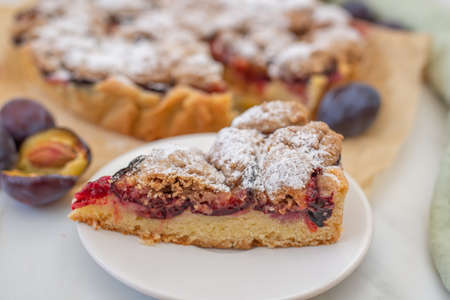 home made vanilla almond tarte with plums with crumble