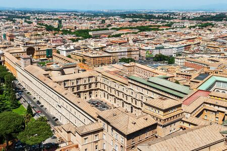 Rome panorama from the dome of St. Peter's Basilica on a sunny day Standard-Bild