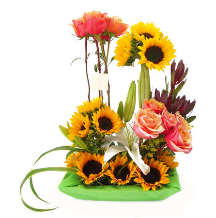 Floral gift arrangement made with red roses with long stems and sunflowers inside a green pot on white background Imagens