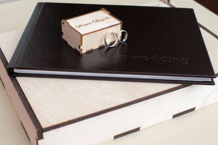 photoalbum: wooden box with rings under photos