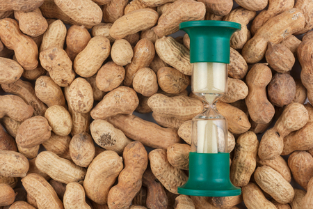 Hourglass and the peanut, a conceptual time and food