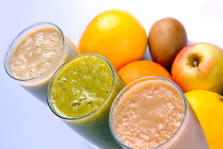 natural fruit juice and fruit in the background, top angle, close-up Standard-Bild