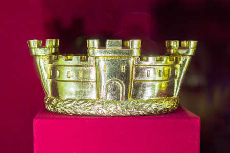 Gold and jewell-studded Kings crown close-up in the gallery 스톡 콘텐츠
