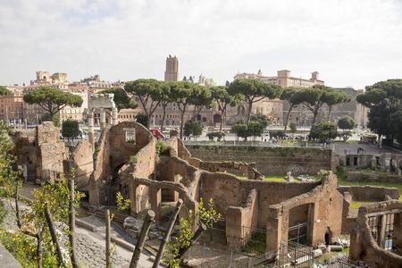 vie sociale: Forum romain. Ici, il �tait la vie sociale de la ville. Rome. Italie Editeur