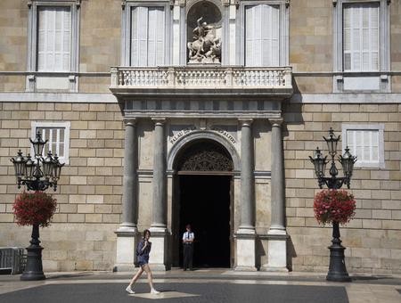 generalitat: Barcelona,Spain-September 9,2014 : Tourist and a security guard at the Palace of the Generalitat ( Palau de la Generalitat) Editorial