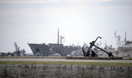 outpost: Ships in the port of Kronstadt