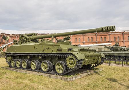 gun shell: RUSSIA; SAINT-PETERSBURG - JULY 8 - 152-mm self-propelled gun 2S5 Hyacinth-S, mod.1975. Massa kg:setting - 28200, shell - 46 in military history museum on July 8; 2015 in St. Petersburg