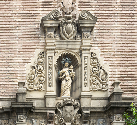 niches: Barcelona,Spain-September 9,2014 :  Statue in the niches flanking the building