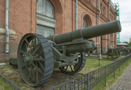 vi: RUSSIA; SAINT-PETERSBURG - JULY 8- 203-mm howitzer British brand VI (1917). Weight, kg: guns - 16400, shell - 88.6 in military history museum on July 8; 2015 in St. Petersburg Editorial