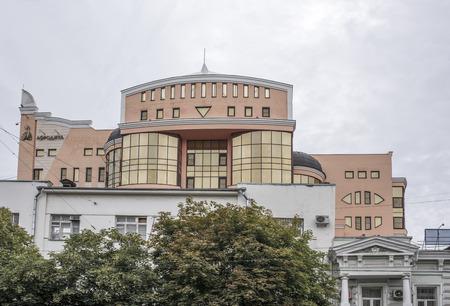 """aphrodite: Rostov-on-Don, Rusia-Agosto 14,2016: El edificio de diseño original """"Afrodita"""" en tiempo nublado"""