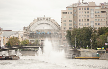 premier: Moscow, Russia -September 08,2016: House on the waterfront and the Cinema Udarnik,Drummer-one of the oldest cinemas in Moscow.On the embankments Vodootvodnoy channel moving cars and pedestrians