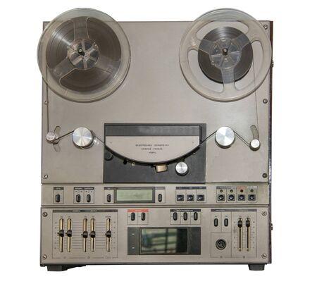Top-End-Reel-Tonbandgerät aus der UdSSR - isoliert auf weiß