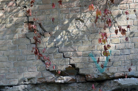 Photo of old cracked wall in fortress Standard-Bild