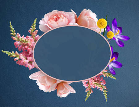 Illustration of a Beautiful Boho Flowers in Banner with Copy Space. Flower Wreath with roses, Crocus and other decorative plants Banque d'images - 121021002