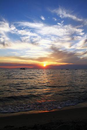 Sonnenuntergang ?ber dem Meer Lizenzfreie Bilder