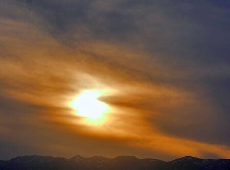 beau paysage de ciel coucher de soleil doré Banque d'images