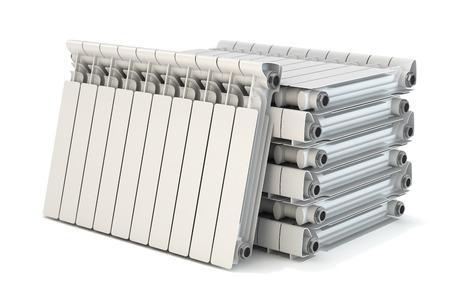 Gruppo di radiatori per riscaldamento isolato su sfondo bianco