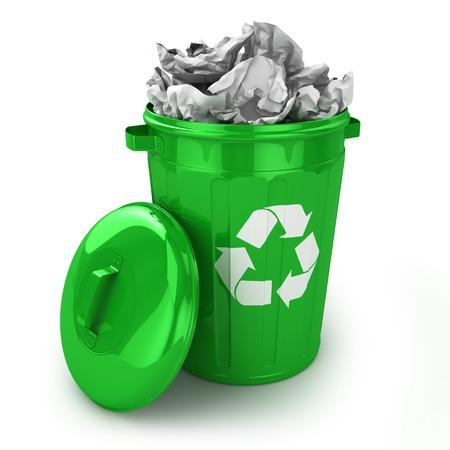 recycle bin: Papelera de reciclaje completa aislado sobre fondo blanco