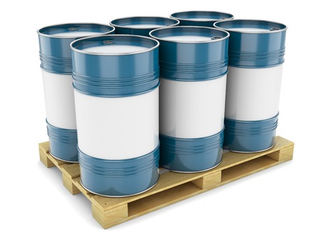 palet: Barriles de acero azul paleta tanques de petr�leo de la bandeja de metal aislado del agua Foto de archivo