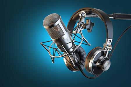 Hoofdtelefoons op microfoonstandaard, professionele studio Stockfoto