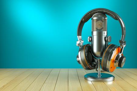 audifonos dj: Micrófono profesional del estudio y los auriculares sobre la mesa de madera 3d