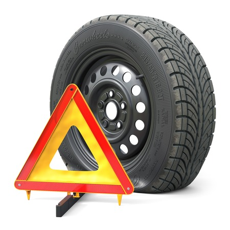 The punctured automobile wheel and emergency warning triangle sign. Objects isolated on white background 3d Foto de archivo