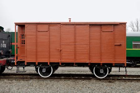 carreta madera: carro de madera en el ferrocarril está fuera de servicio.