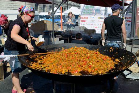 generous: en una olla grande cocinar una generosa porción de pilaf. Editorial