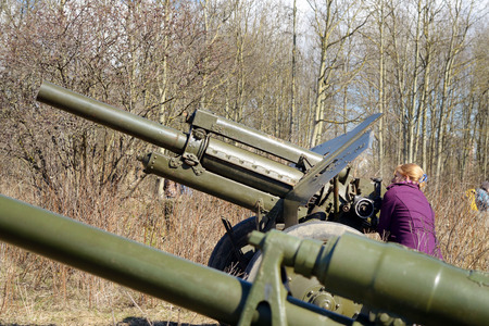 artillery shell: Russia.Saint-Petersburg.April 23,2016.A woman wants to test how induced the barrel of a gun