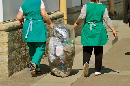 carried: Russia.Saint-Petersburg.09.05.2016.Cleaners carried out of the office garbage.