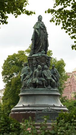 eminent: 05.08.2016.Russia.Saint-Petersburg.Monument to Catherine the great and below - eminent statesmen.
