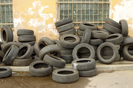 wornout: Worn-out tyres from vehicles or discarded as waste in the trash.