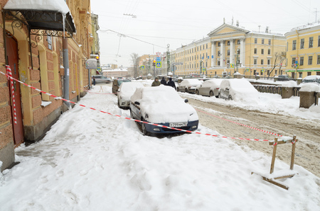 than: 13.11.2016.Russia.Saint-Petersburg.In the city,in November,fell the snow more than the winter.