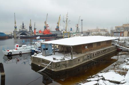 literas: Los barcos están en las literas del puerto marítimo.
