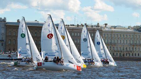 bateau de course: 28.08.2016.Russia.Saint-Petersburg.Athletes de différents pays ont pris part à des compétitions sur les yachts.