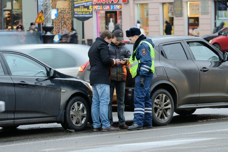 17.12.2016.Russia.Saint-Petersburg.The police arrived at the accident scene, two cars.