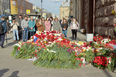 05.04.2017.Russia.Saint - Petersburg.Metro station Institute of Technology.In the subway there was a terrorist attack.A terrorist blew up a car in the subway.People bring flowers in memory of dead people. Éditoriale