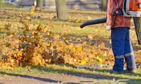 Mechanical cleaning leaves.Leaves clean high pressure air.